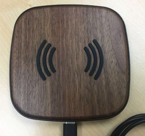 China Universal 5 W Wireless Travel Charger , Magnetic Phone Charger Bamboo Color distributor